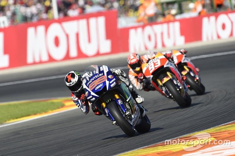 Lorenzo deelt de lakens uit, Rossi's lot in handen van Marquez