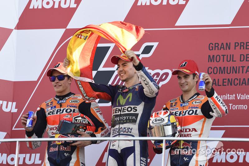 Подіум: друге місце та титул чемпіона світу Марк Маркес, Repsol Honda Teamпереможець гонки Хорхе Лоренсо, Yamaha Factory Racing, третє місце Дані Педроса, Repsol Honda Team