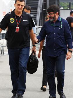 (Kiri ke Kanan): Federico Gastaldi, Lotus F1 Team Deputy Team Principal dengan Luis Garcia Abad, Dri