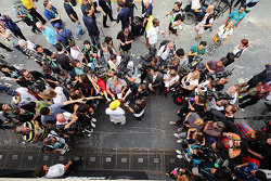 Льюїс Хемілтон, Mercedes AMG F1 з медіа