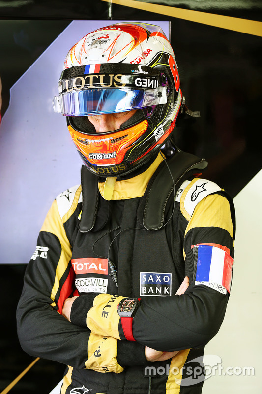 Romain Grosjean, Lotus F1 Team wears a Tricolore as a mark of respect to the vctims of the Paris terrorist attacks