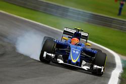 Felipe Nasr, Sauber C34 locks up under braking
