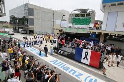 La Formule 1 rend hommage aux victimes des attentats de Paris lors de la parade des pilotes