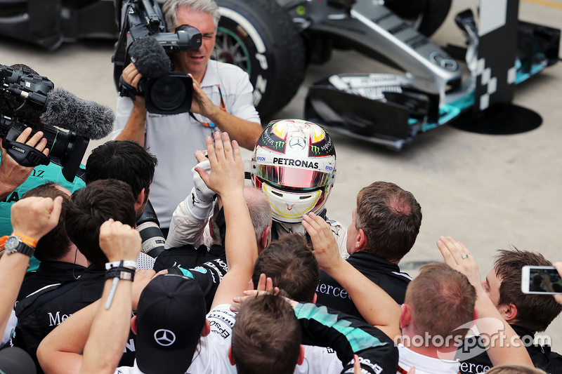 Lewis Hamilton, Mercedes AMG F1 celebra su segundo puesto con el equipo