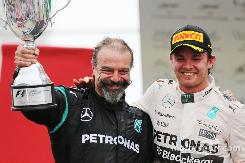 James Waddell mit 1. Nico Rosberg, Mercedes AMG F1 W06