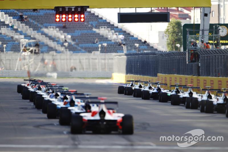 Race 1 start action