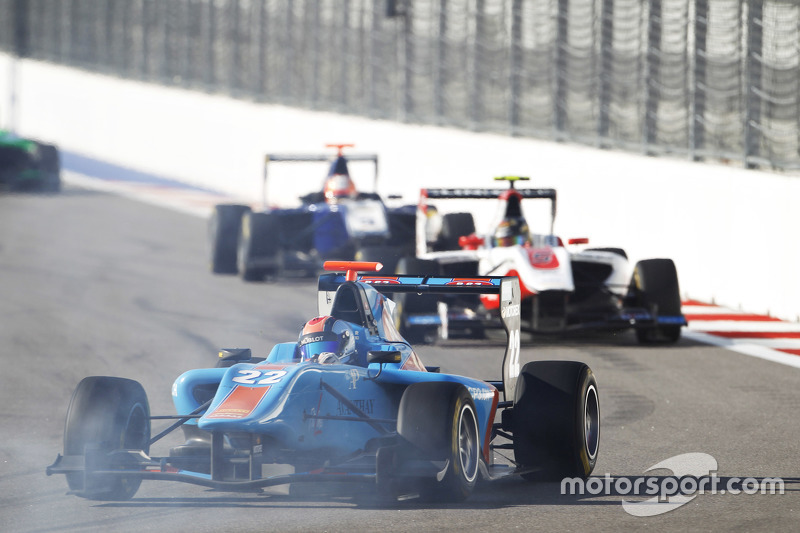 Ralph Boschung, Jenzer Motorsport leads Marvin Kirchhofer, ART Grand Prix