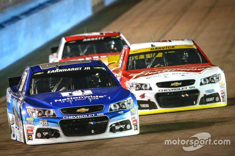 Dale Earnhardt Jr., Hendrick Motorsports Chevrolet; Kevin Harvick, Stewart-Haas Racing Chevrolet
