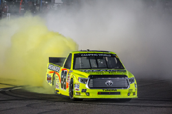 1. Matt Crafton, Thorsport Racing, beim Feiern