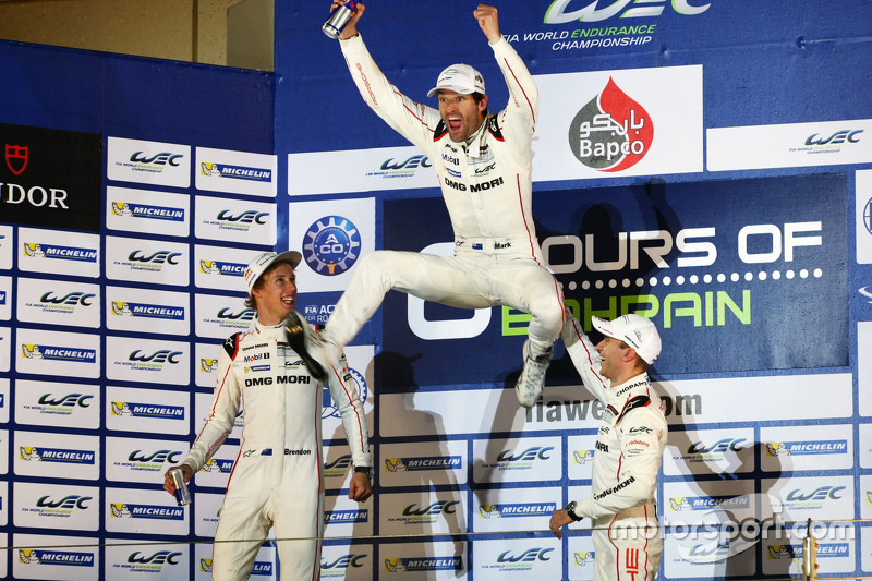 Campeón 2015 Mark Webber, Brendon Hartley, Timo Bernhard, Porsche Team