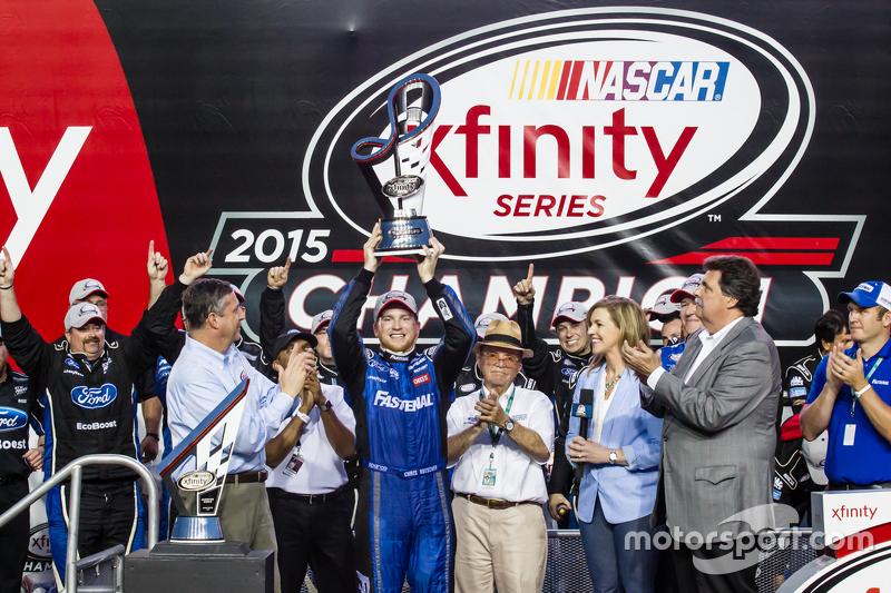 Championship victory lane: NASCAR XFINITY Series 2015 champion Кріс Бюшер, Roush Fenway Racing Ford
