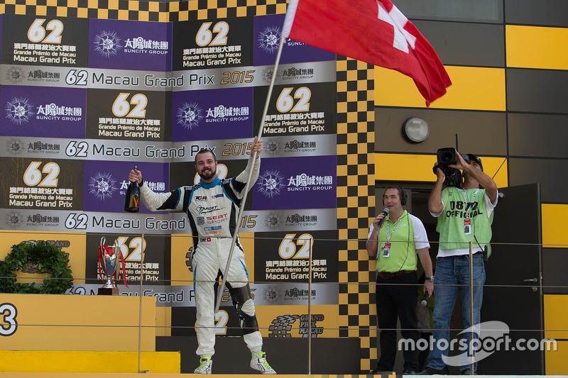 Podium: 1. und Meister: Stefano Comini, SEAT Leon, Target Competition