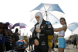 Matt Solomon, Double R Racing, Dallara Mercedes-Benz, mit Gridgirl
