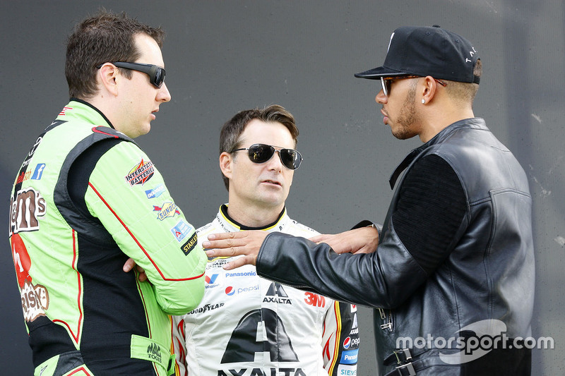 Kyle Busch, Joe Gibbs Racing Toyota; Jeff Gordon, Hendrick Motorsports Chevrolet; Lewis Hamilton, Me