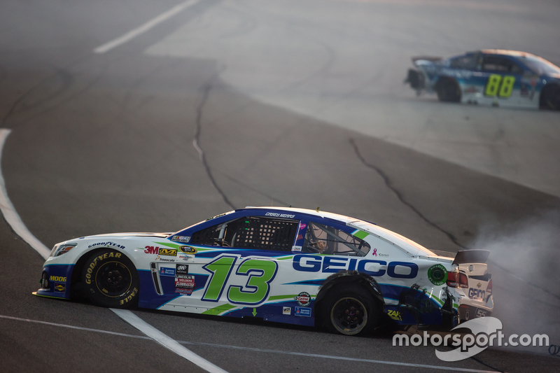 Casey Mears, Germain Racing Chevrolet, mit Unfall