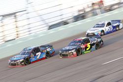 Alex Bowman, Tommy Baldwin Racing Chevrolet y Kasey Kahne, Hendrick Motorsports Chevrolet