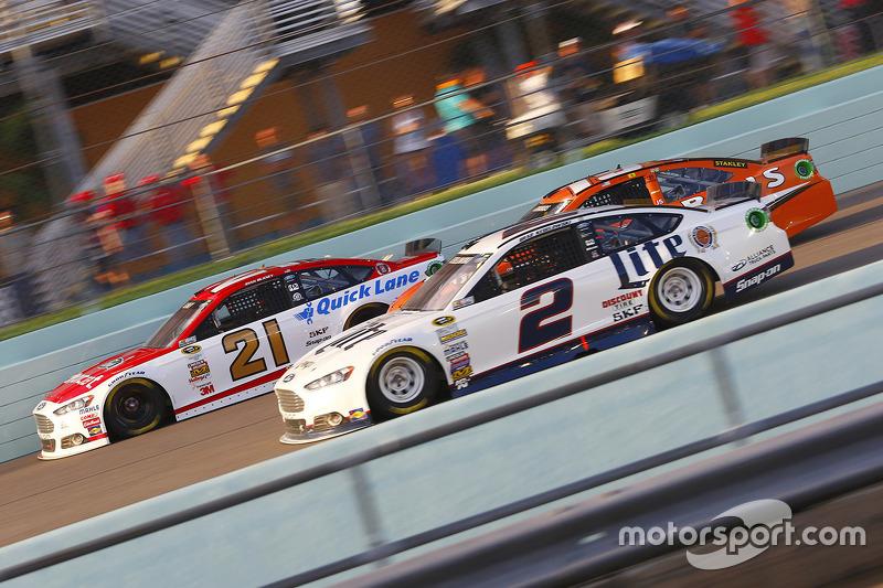 Ryan Blaney, Woods Brothers Racing Ford; Brad Keselowski, Team Penske Ford