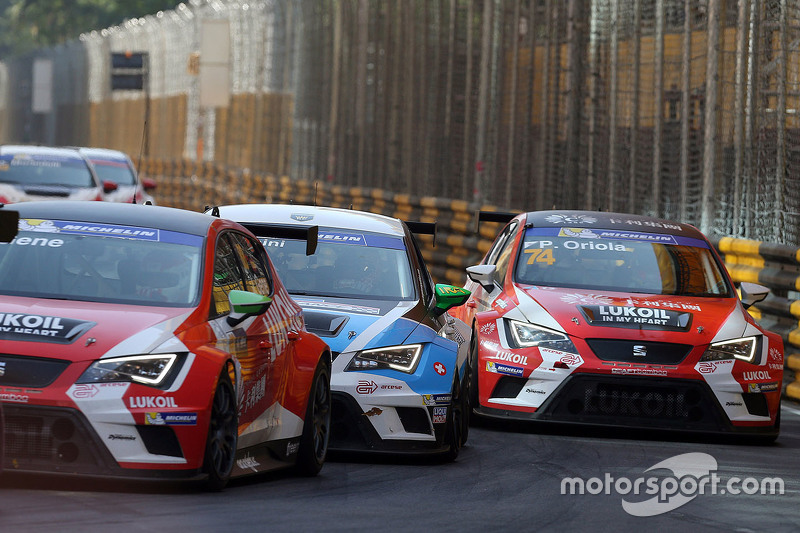 Pepe Oriola, SEAT Leon, Team Craft-Bamboo LUKOIL; Stefano Comini, SEAT Leon, Target Competition