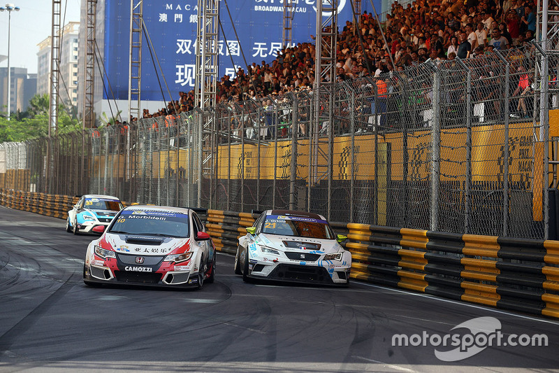Gianni Morbidelli, Honda Civic TCR, West Coast Racing; Jordi Oriola, SEAT Leon, Target Competition