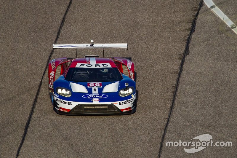 Der Chip Ganassi Racing Ford GT LM bei der Ehrenrunde