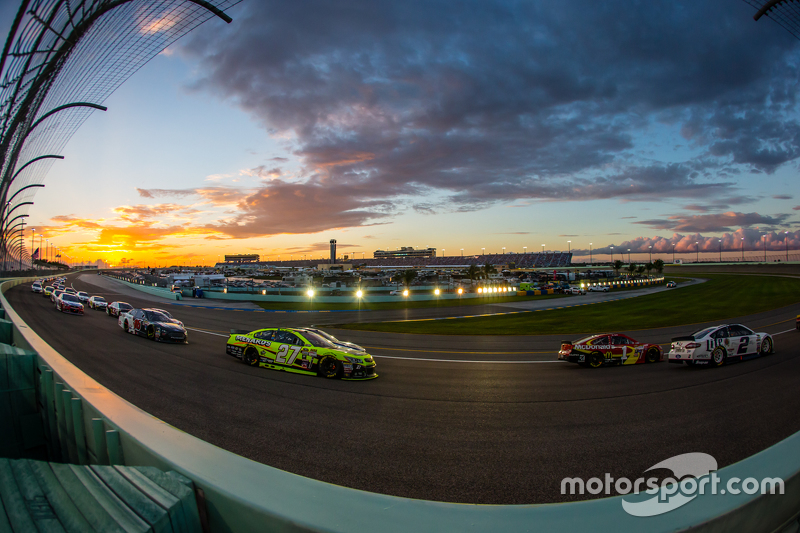 Brad Keselowski, Team Penske Ford. Jamie McMurray, Chip Ganassi Racing Chevrolet. Paul Menard, Richa