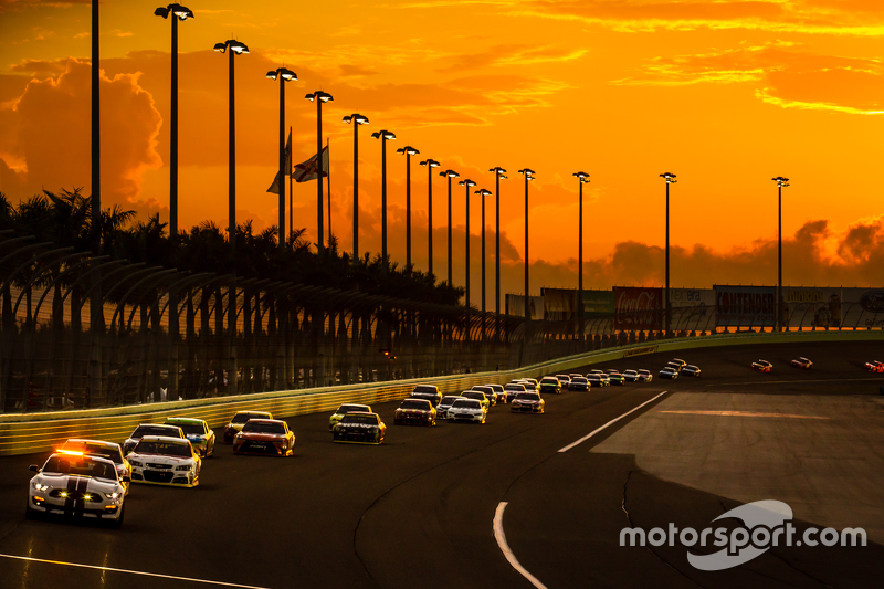 Pace car leads the field under yellow