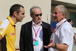 Cyril Abiteboul, Renault Sport F1 Managing Director met Jerome Stroll, Renault Sport F1 President, en Dr Helmut Marko, Red Bull Motorsport Consultant