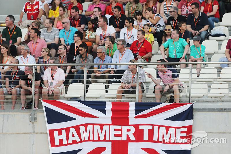 Eine britische Flagge mit dem Schriftzug