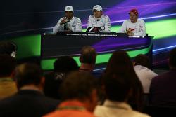 La post Conferencia de prensa de la FIA, Polesitter Nico Rosberg de Mercedes AMG F1; tercer lugar Ki