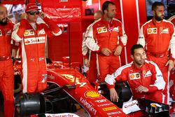 Kimi Raikkonen, Ferrari lors d'une photo d'équipe