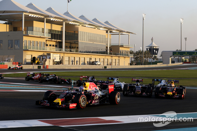 Daniel Ricciardo, Red Bull Racing RB11, beim Start