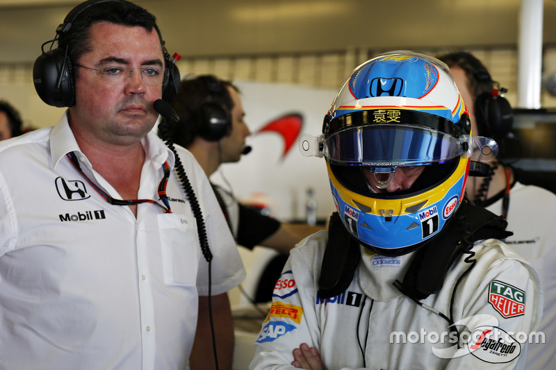 Eric Boullier y Fernando Alonso, McLaren MP4-30