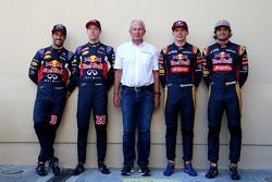 Даниэль Риккардо и Даниил Квят, Red Bull Racing, доктор Хельмут Марко и Макс Ферстаппен и Карлос Сайнс мл., Scuderia Toro Rosso