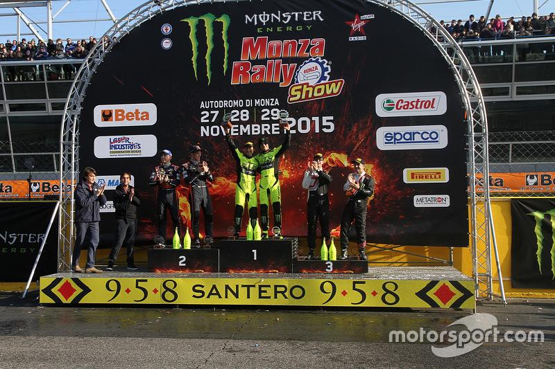 Podium: 1. Valentino Rossi und Carlo Cassina, Ford Fiesta; 2. Thierry Neuville und Julien Vial, Hyun