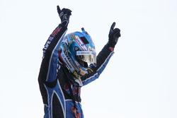 Juara Umum V8 Supercars 2015 Mark Winterbottom, Prodrive Racing Australia Ford merayakan di parc ferme
