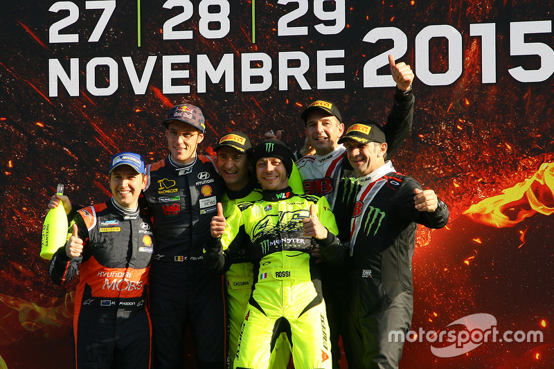 Podium: winners Valentino Rossi and Carlo Cassina, Ford Fiesta, second place Thierry Neuville and Ju