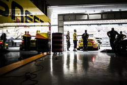 Гараж команды Lada Sport Rosneft