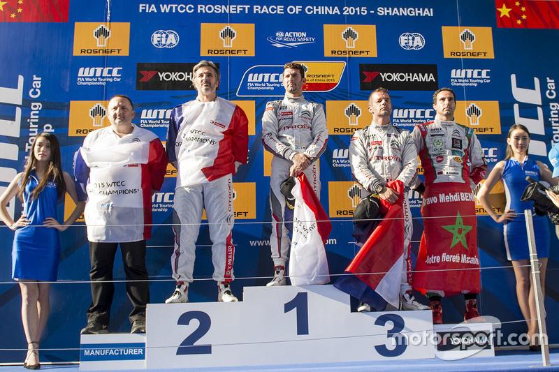 Podium: race winner Jose Maria Lopez, Citroën C-Elysée WTCC, Citroën World Touring Car team, second
