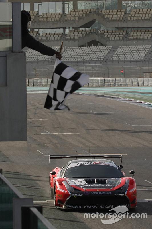 #11 Kessel Racing Ferrari 458 Italia: Davide Rigon, Andrea Piccini, Michael Broniszewski aan de finish