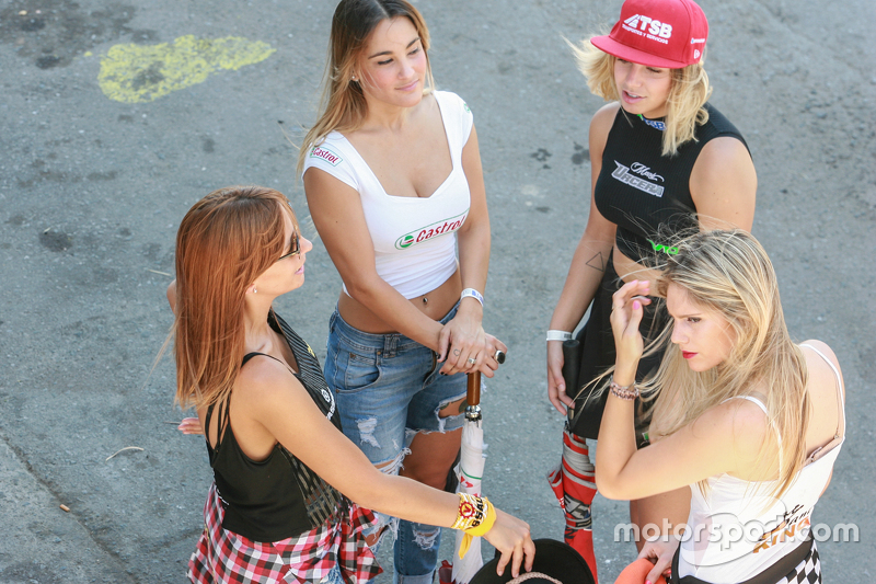 Paddock Girls Argentina Vassalli Don Roque Castrol TSB Mani King