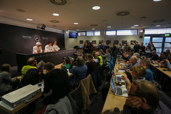 Ambiance in the press conference