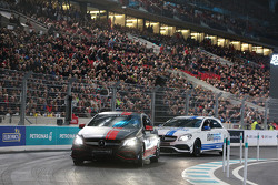 Машина Mercedes-AMG A 45 4MATIC