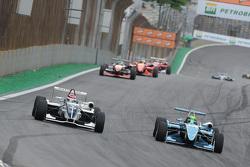 Pedro Piquet ultrapassa Rodrigo Baptista