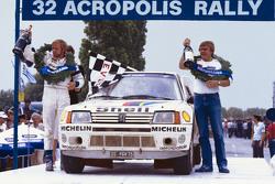 Les vainqueurs Timo Salonen et Seppo Harjanne, Peugeot 205 T16