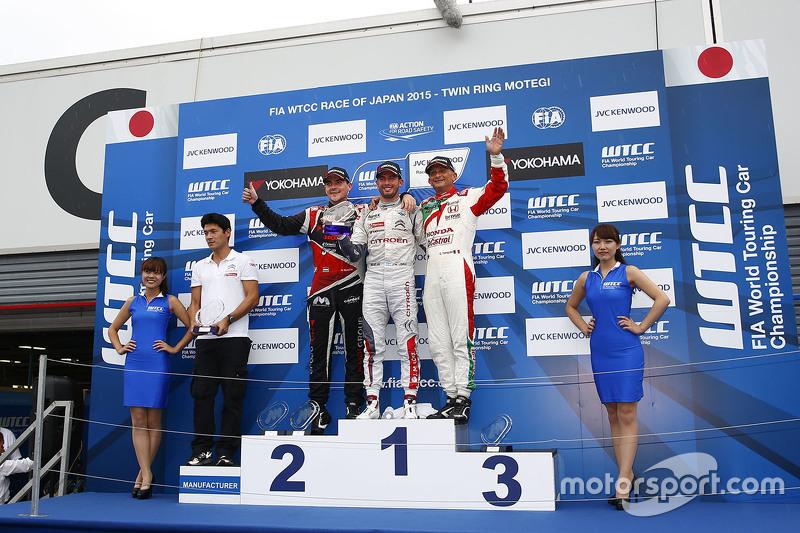 Podium: winner Jose Maria Lopez, Citroën World Touring Car team, second place Norbert Michelisz, Zen