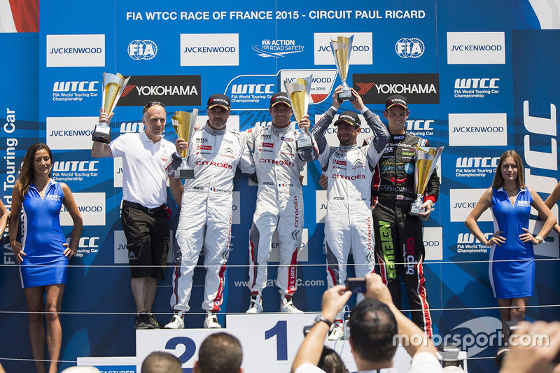 Podium: race winner Sébastien Loeb, Citroën C-Elysée WTCC, Citroën World Touring Car team, second pl