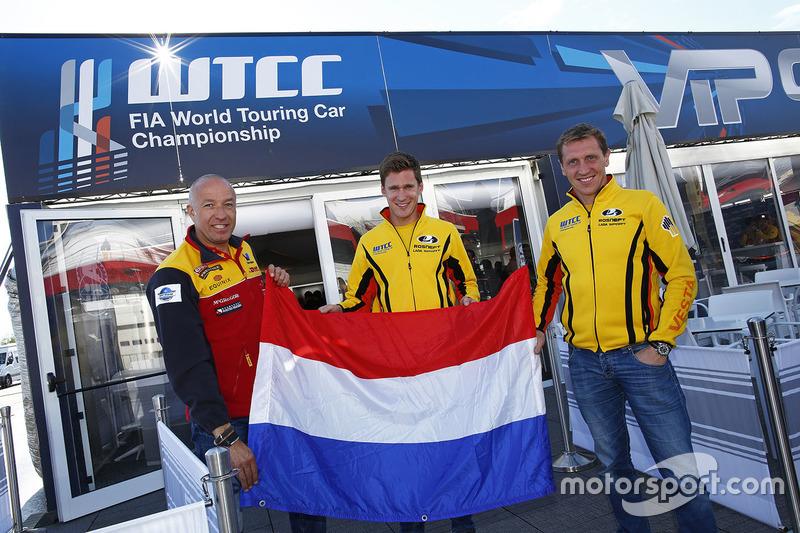 Jaap van Lagen, Lada Vesta WTCC, Lada Sport Rosneft, Nicky Catsburg, Lada Vesta WTCC, Lada Sport Rosneft and Tom Coronel, Chevrolet RML Cruze TC1, ROAL Motorsport