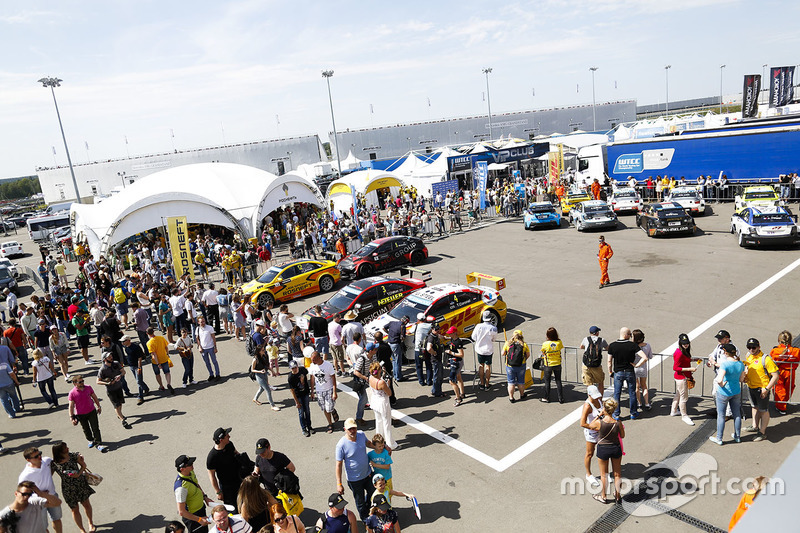 Ambiance in parc ferme