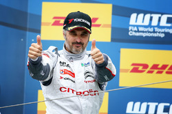 Подиум: победитель гонки - Иван Мюллер, Citroën C-Elysee WTCC, Citroën World Touring Car team