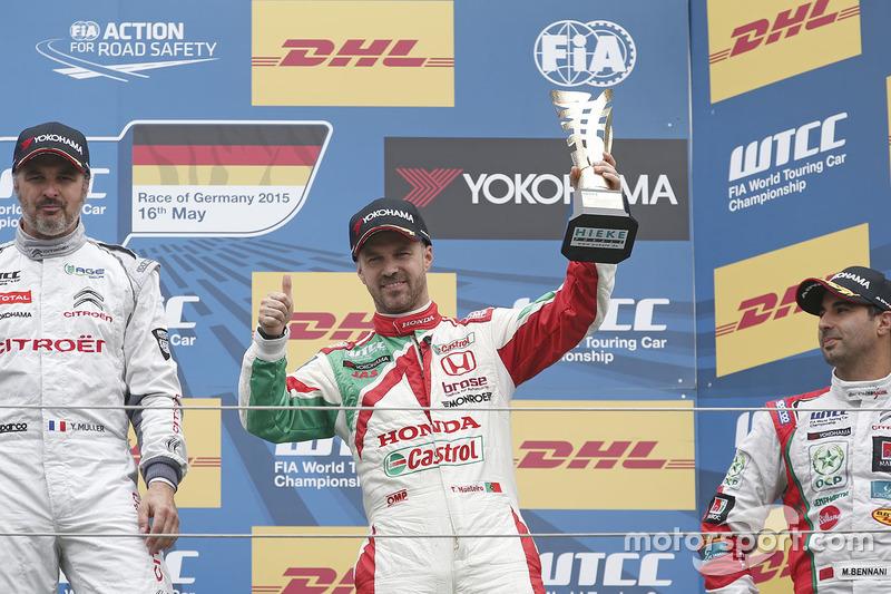 Podium: third place Tiago Monteiro, Honda Civic WTCC, Honda Racing Team JAS